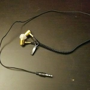 Zipper earphones.